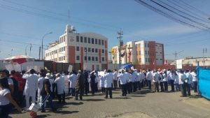 Médicos en pie de lucha a pesar de cuestionamientos por su protesta