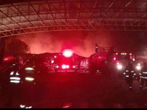Incendio en almacén de Estilos cubrió de humo negro la ciudad
