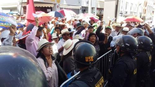 protesta-docentes-aniversario-arequipa