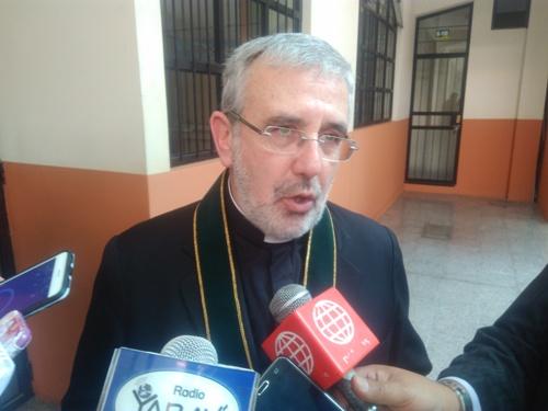 Arzobispo de Arequipa, Javier del Río, indica que iglesia hará colecta.