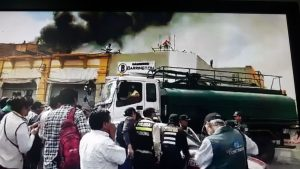 VIDEO y FOTOS. Descomunal incendio consume galerías frente al mercado San Camilo