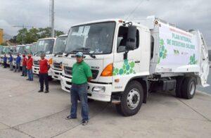 Alcaldes recibieron compactadoras y cisternas de Cerro Verde por 4 millones
