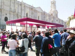Alcalde Zegarra anuncia sanciones por colocar toldos en la plaza de armas
