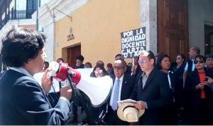 Docentes contratados UNSA protestan y nombrados anuncian huelga