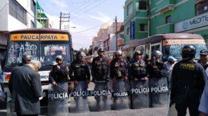 Transportistas generan caos vehicular en el centro de Arequipa