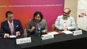 Escritor ecuatoriano Ernesto Carrión y el sello arequipeño Cascahuesos ganan premio en México