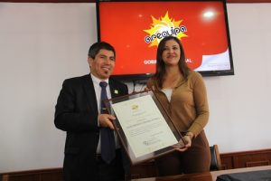 Condecoran con medalla de oro del GRA a campeón mundial de ajedrez