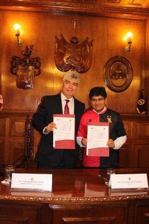 FBC Melgar y Unsa firman convenio de uso del estadio monumental