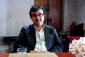 """Javier Cercas: """"Todo poder, lo primero que quiere es controlar el pasado y escribirlo a su manera"""""""