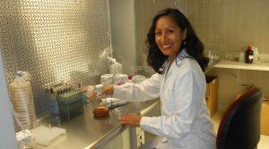 Arequipeña recibirá reconocimiento internacional por su trayectoria científica
