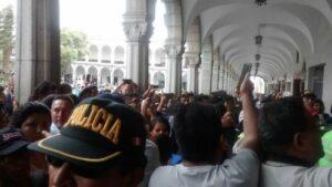 Violenta trifulca protagonizada por hinchas chilenos en Arequipa