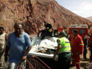 Así se realizó el rescate de las víctimas del bus que cayó al abismo en Ocoña