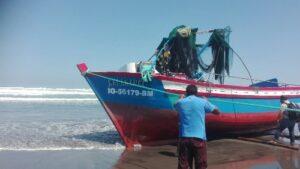 Embarcación se vuelca con cuatro tripulantes en Punta de Bombón