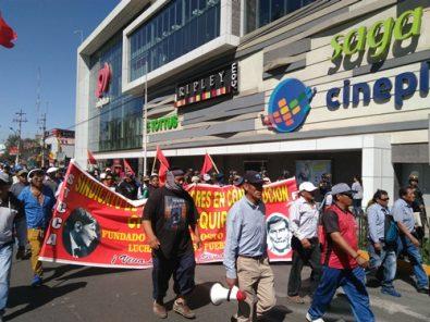 Paro de transportistas: policías y obreros se enfrentan en avenida Ejército