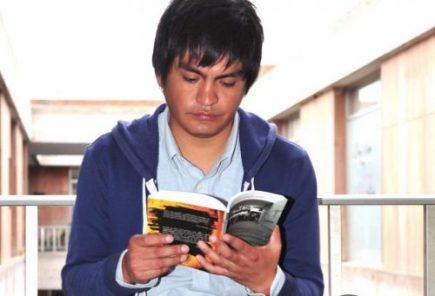 """Yero Chuquicaña: """"Los jóvenes sí tenemos interés por la lectura"""""""