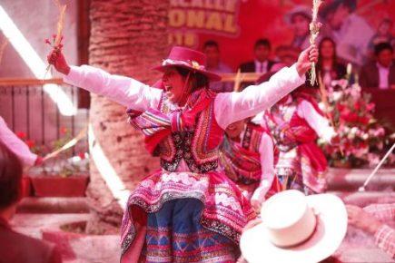 Dos mil danzantes de provincias en X Pasacalle Regional en homenaje a Arequipa