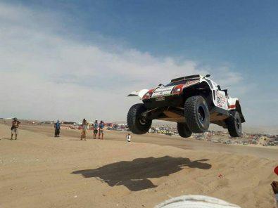 Niños de albergues visitan campamento de Rally Dakar en Arequipa