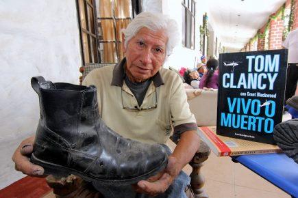 Zapatero arequipeño escribe su historia de lucha contra la pobreza y cómo sobrevivió