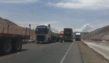 Bloqueo de la Panamericana Sur por camioneros continúa