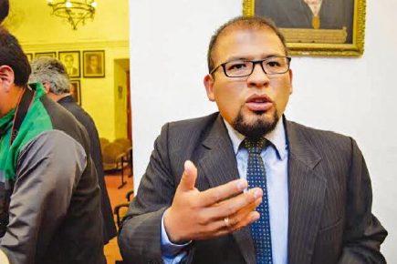 Omar Candia designó a funcionario que no cumplía con perfil mínimo para su cargo