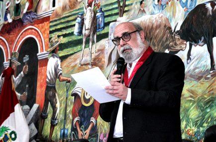 Alberto Ísola: «El teatro arequipeño tiene un nivel muy alto. No hay diferencia con el de Lima»