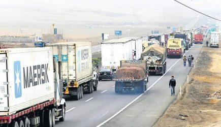 Dejaron pasar más de 100 camiones con productos perecibles en Panamericana Sur