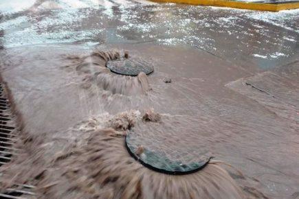 Por lluvias colapsaron más de 60 buzones de desagüe en la ciudad de Arequipa