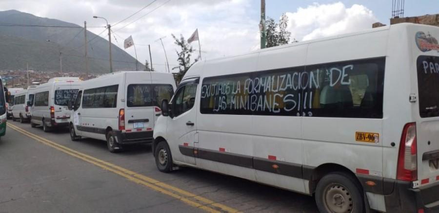 arequipa marcha minivans transportes trafico