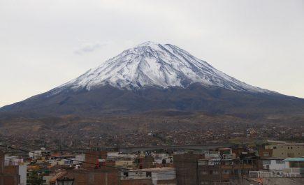 Instituto Geofísico del Perú emitió alerta de huaico volcánico en el Misti por lluvias