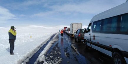 VIDEO. Vía Arequipa – Puno amaneció cubierta por una capa de nieve