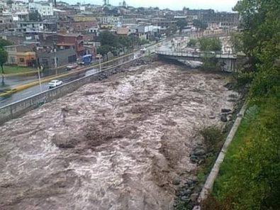 Arequipa: Represas al tope generan descarga que aumentó 4 veces el caudal del río Chili