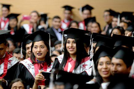 A pesar de la violencia de género, en Educación y Trabajo las mujeres se abren paso