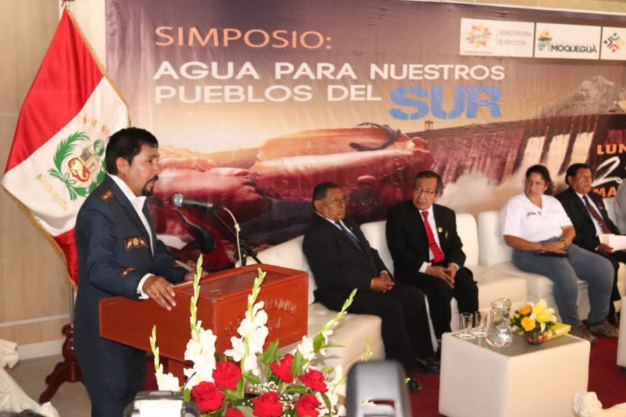 Gobernador de Arequipa Elmer Cáceres Llica en simposio por el agua, Moquegua