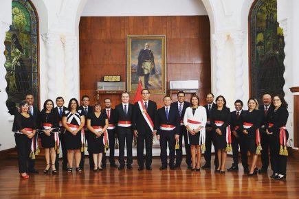 Juramentó Salvador Del Solar y nuevo gabinete de  Vizcarra