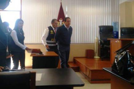 Instalan juicio oral contra Gino Valdivia, juez acusado de sobornos