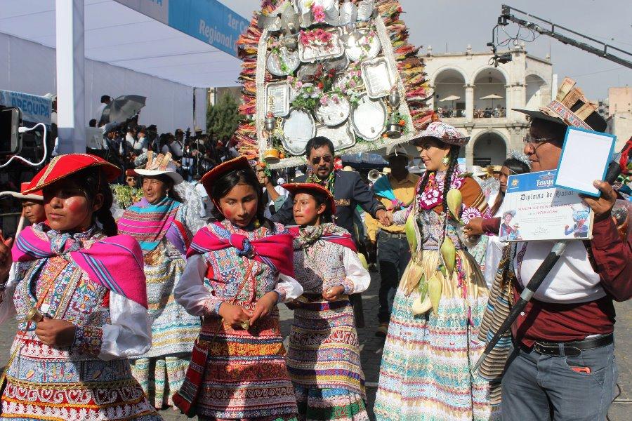 Arequipa: Yamila Osorio y Elmer Cáceres, enfrentados por denuncias a gestión anterior