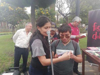 Día Internacional del Libro: MPA regaló libros en la Plaza de Armas