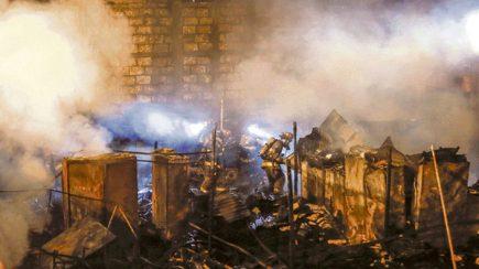 El incendio en el almacén del Gobierno Regional fue provocado desde el interior