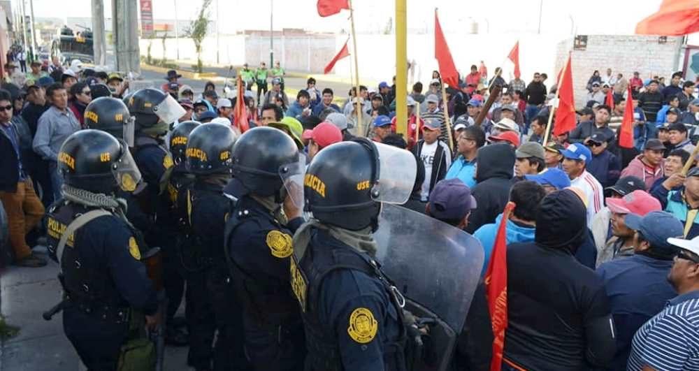 arequipa enfrentamientos policia construcción civil