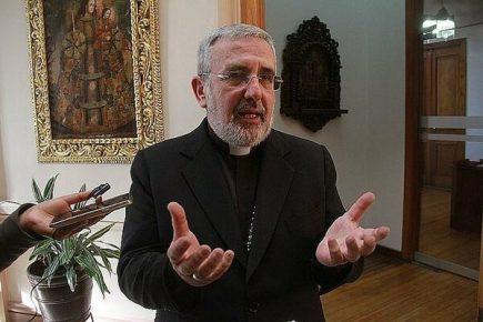 Ideología de género: Arzobispo dice gobierno quiere imponer «pensamiento único»