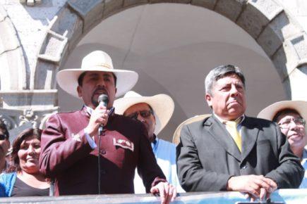 Elmer Cáceres ofrece sanear terrenos invadidos por «los cargadores» de JM Guillén