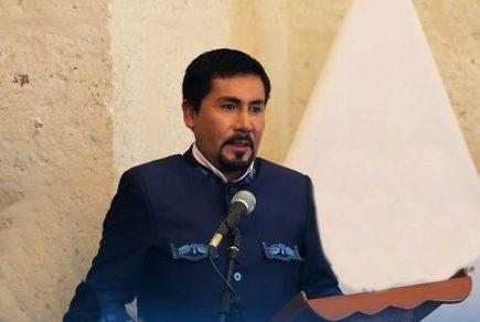 Gobernador Cáceres Llica califica de «show» cierre del  Congreso y crisis política