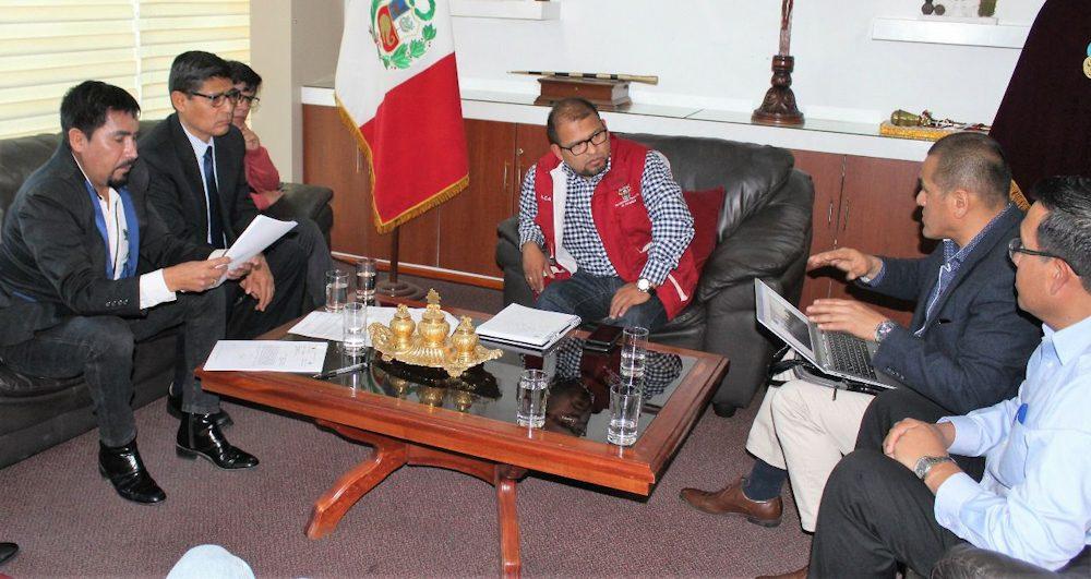 Arequipa Omar Candia Elmer Cáceres reunion obras