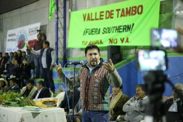 Gobernador Elmer Cáceres Llica expresa su posición sobre Tía María, en reunión con dirigentes del calle de Tambo