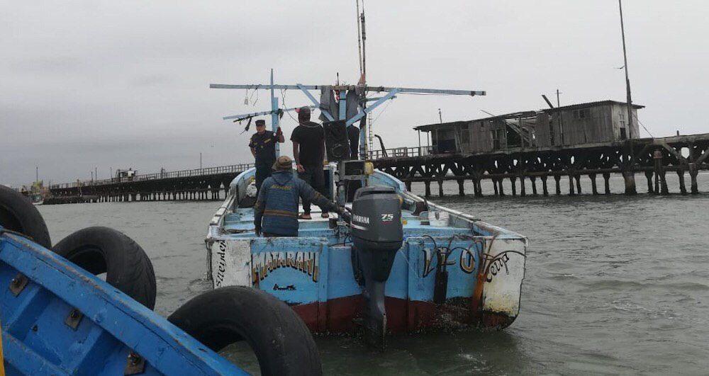 embarcación rescatada arequipa islay razuri pescadores
