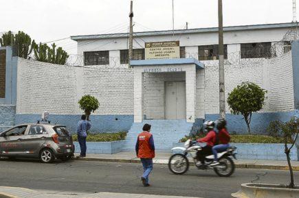 Investigarán la fuga de tres internos del centro juvenil Alfonso Ugarte