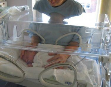 Hermanos de 12 y 14 años de padres alcohólicos tuvieron un bebé en Majes