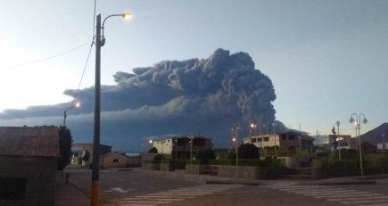 Erupción del Ubinas empeora y evacuarán poblados en un radio de 15 kilómetros (FOTOS y VIDEO)