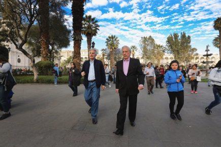 Mario Vargas Llosa llegó a Arequipa para grabar documental sobre su vida (fotos)
