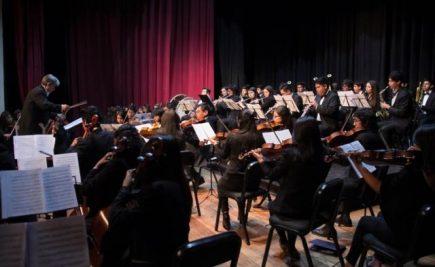 Arequipa: Sus tres himnos y otros temas en concierto